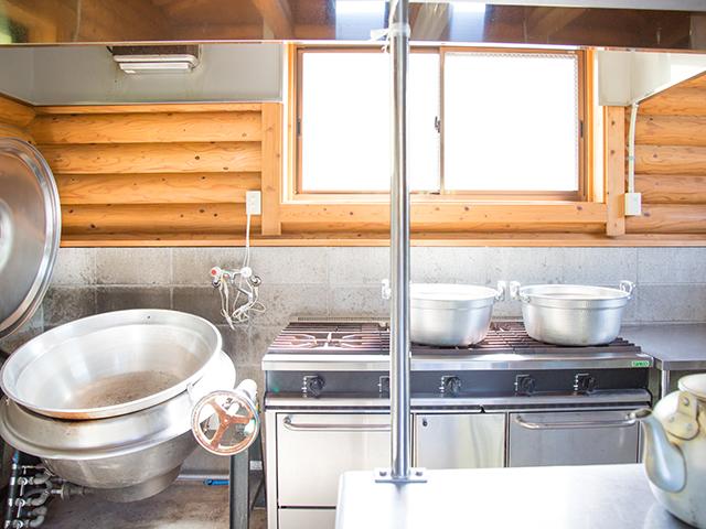 炊飯棟の内観